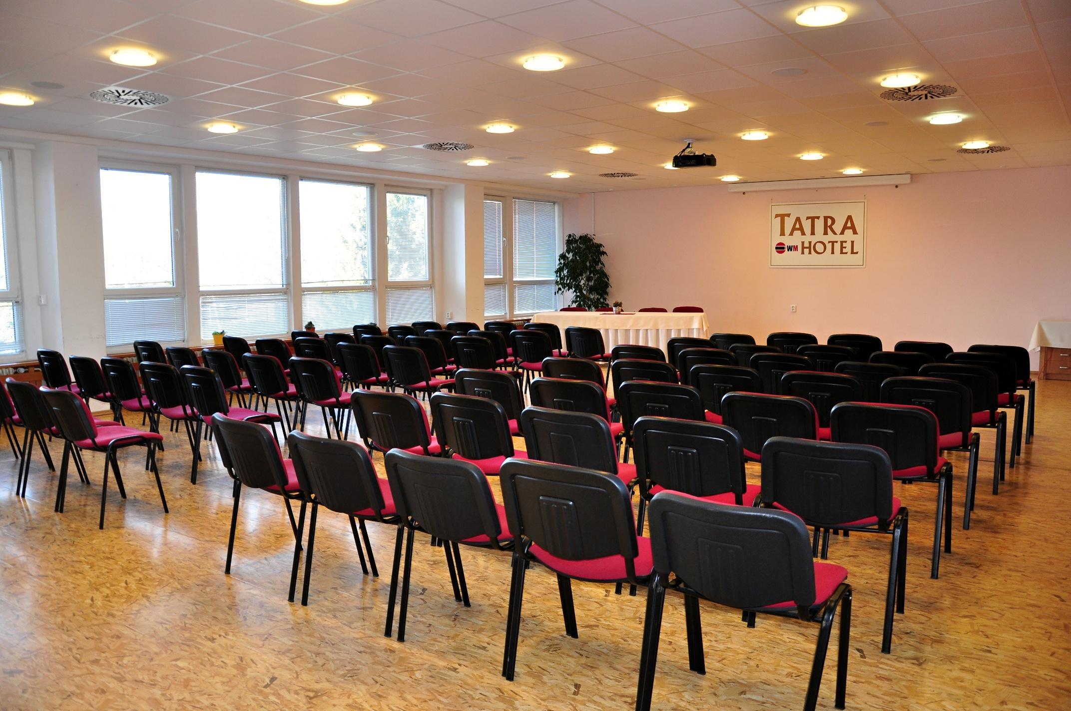 Konferencna miestnost
